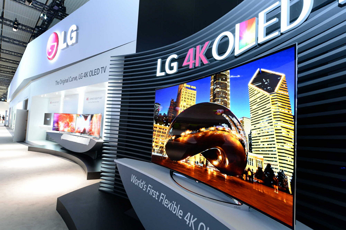 LG_flexible_OLED_TV_01